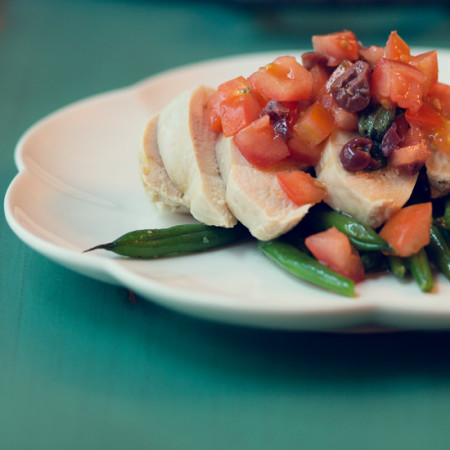 Chicken Salad with Tomatoes, Olives and Green Beans