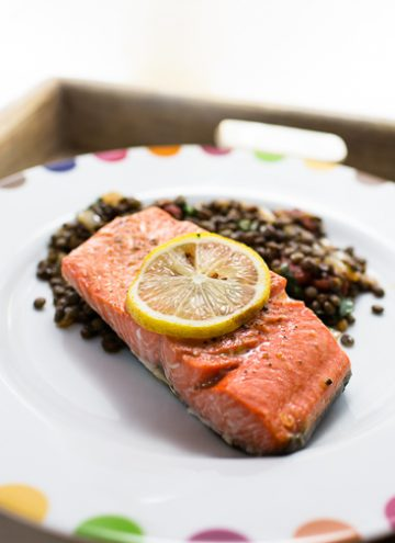 Broiled salmon with lentil salad