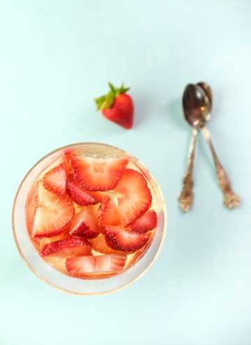 Sparkling Wine And Strawberry Gelatin Cups
